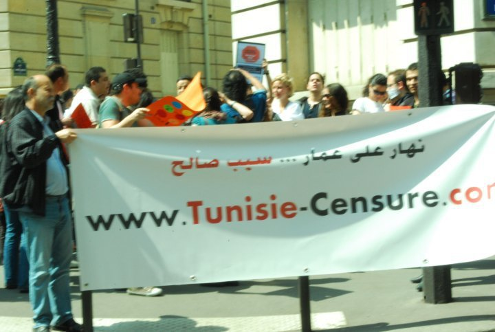 #manif22mai - Paris, in front of the Tunisian consulate, May 22, 2010 - photo by Nhar 3la 3ammar