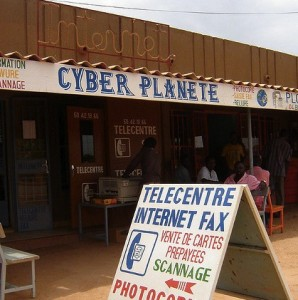 An Internet cafe in Burkina Faso. Flickr: intransit (CC BY-NC-SA 2.0).