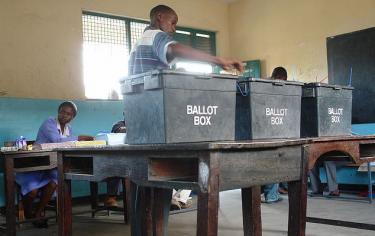 Polling station, Kenya, 2007. Photo by Anthony Njenga. (CC BY 2.0)
