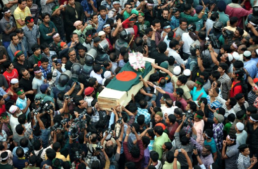 Thousands of people paying their last respect to blogger Ahmed Rajib Haidar at Shahbagh intersection in Dhaka. Image by Firoz Ahmed. Copyright Demotix (16/2/2013)
