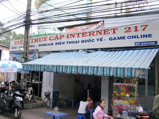 Internet cafe in Saigon, Vietnam. Photo by Ivan Lian. (CC BY-NC-ND)
