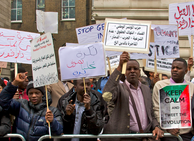 Demonstrators gather at US embassy in London. Photo by Sudanese Tribune via Flickr (CC BY-NC-SA 2.0)