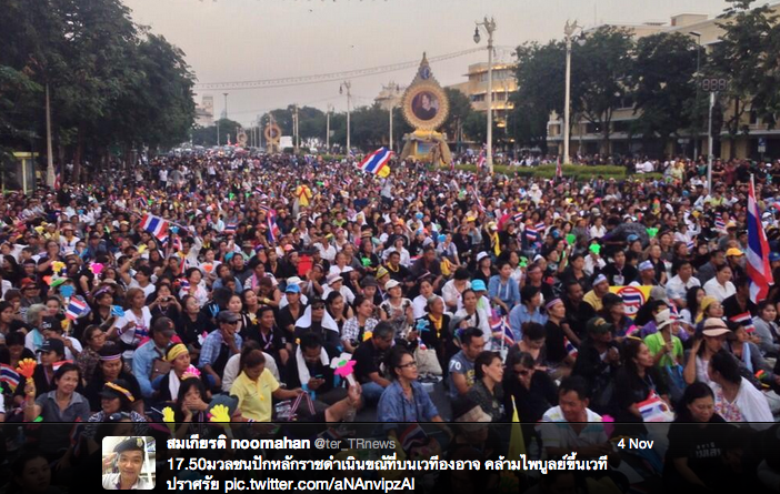 Mass protest against amnesty bill in Bangkok, November 2013. Photo by Twitter user @ter_TRnews