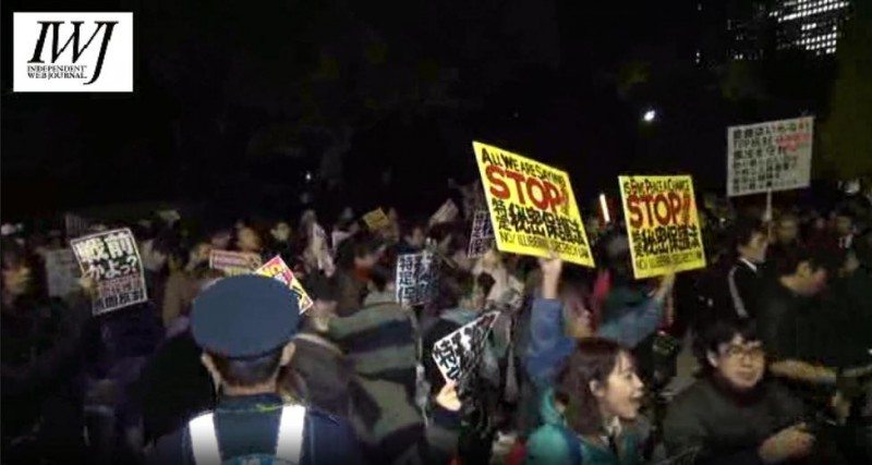 People rallied in front of the Diet during the plenary session of passing Japan's State Secrecy Protection Bill