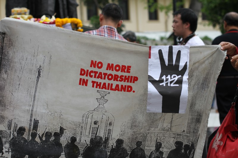 Protesters hold up a banner demanding a reform in Article 112 or the Lese Majeste (anti-royal insult) law. Thousands of websites are blocked in Thailand by invoking Article 112. Photo by Matthew Richards, Copyright @Demotix (2/5/2012)