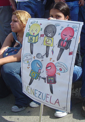 A poster depicting the conflict between free expression and media regulation in Venezuela, at a 2007 student demonstration. Photo by Luis Carlos Diaz via Flickr (CC BY-NC-ND 2.0)