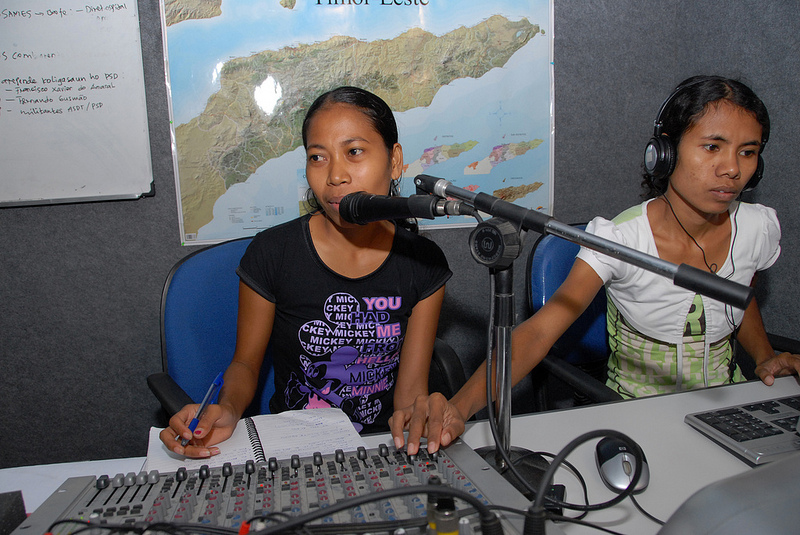 East Timorese youth undergoing a journalism training sponsored by the Independent Centre for Journalism. Photo from Flickr page of DFAT photo library (CC License)