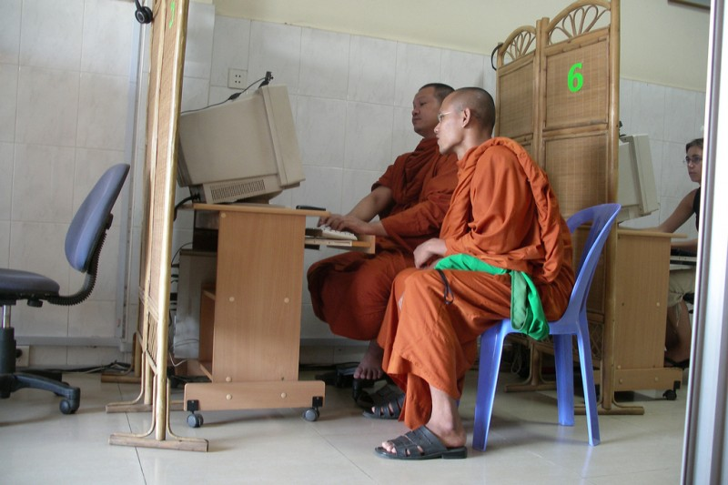 Monks in a computer shop in Phnom Penh. Flickr photo by Magalie L'Abbé