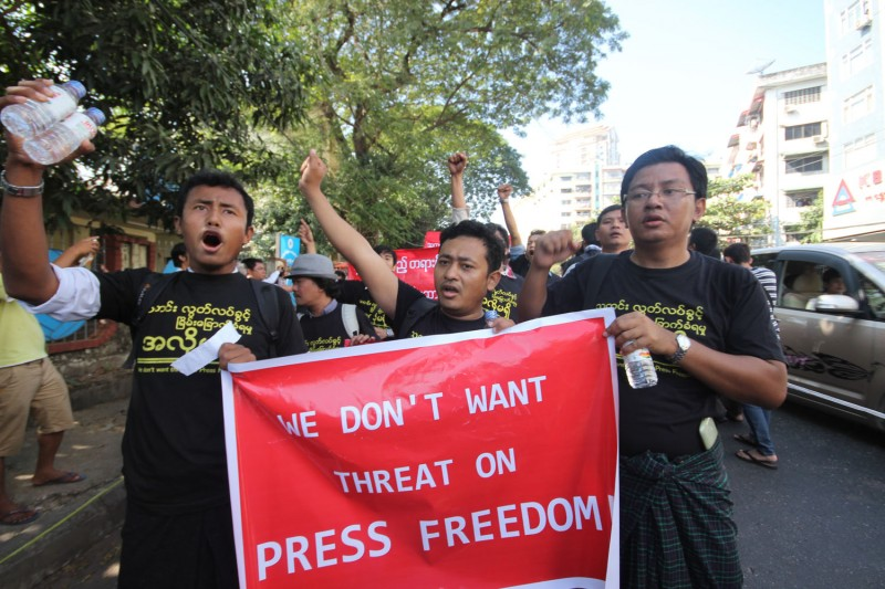 Myanmar journalists joined a protest in Yangon over the jailing of a fellow journalist. Photo by Manaw Htun, Copyright @Demotix (1/7/2014)