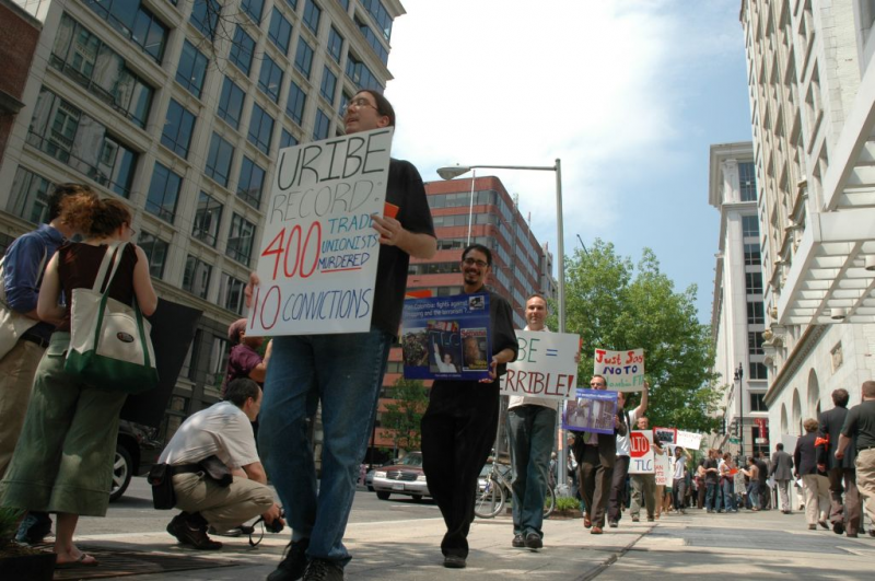 Demonstrators protest the US-Colombia Free Trade Agreement in Washington DC. Photo by b.wu via Wikimedia (CC BY 2.0)