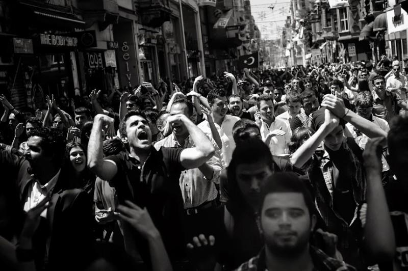 Demonstrators bound for Taksim Square in June 2013. Photo by Mstyslav Chernov via Wikimedia Commons (CC BY-SA 3.0)