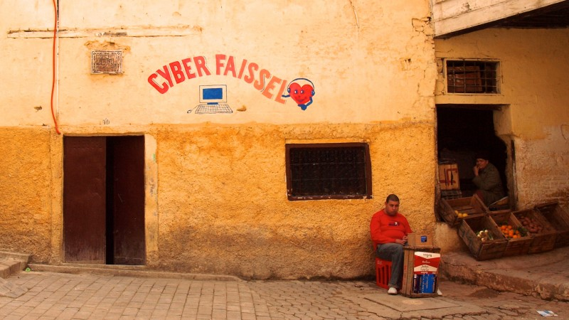 Vendores wait for clientele next to an Internet cafe inside the medina of Fez, Morocco (CC BY 2.0)
