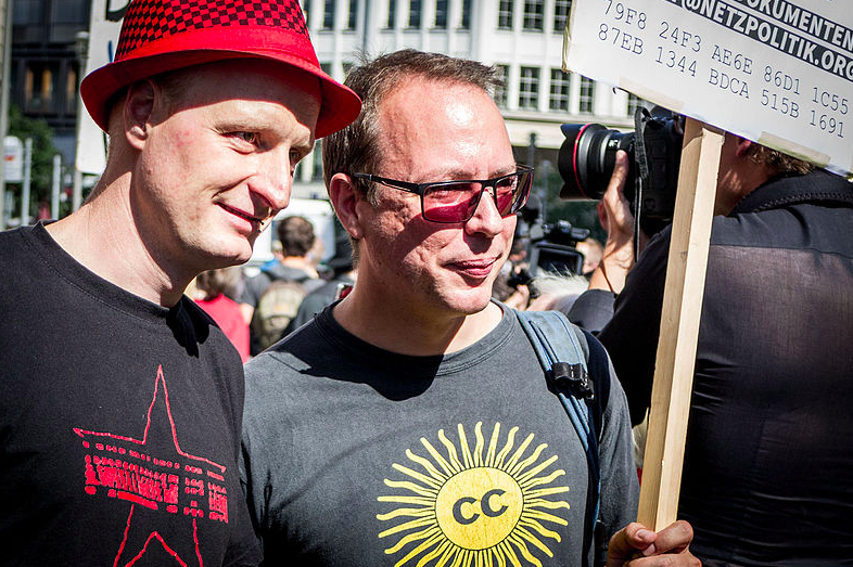 Andre Meister and Markus Beckedahl demonstrate against treason charges, August 2015. Photo by Sebaso via Wikimedia (CC BY-SA 4.0)
