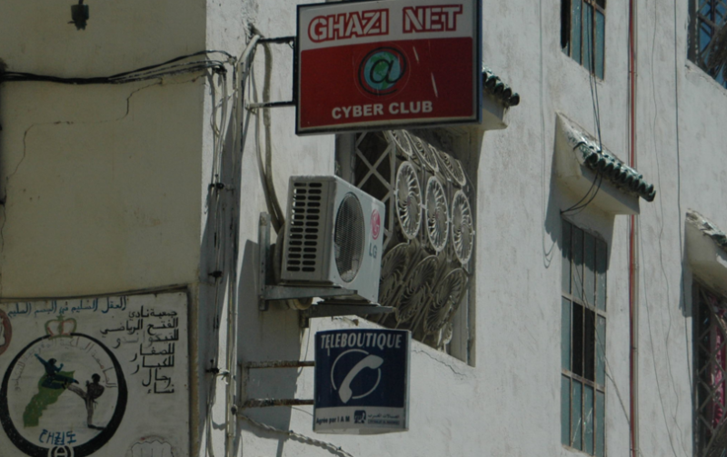 Photo of Fez Cybercafé by Maureen, CC BY 2.0