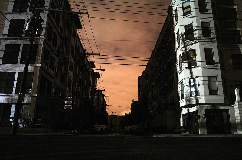 New York City in un black-out a seguito l'uragano Sandy. Photo by Alex Perkins via Flickr (CC BY 2.0)