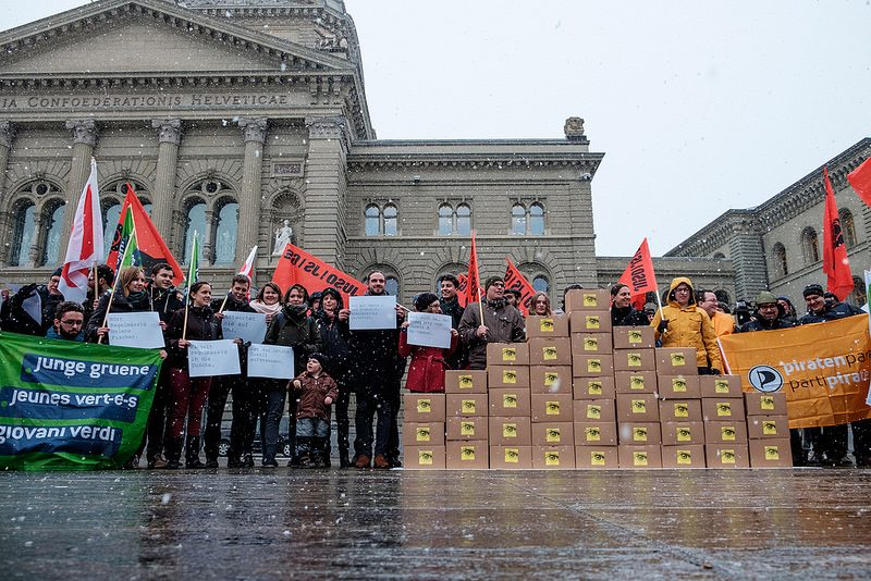 Swiss activists gather to deliver votes for referendum on surveillance law. Photo by JUSO Schweiz via Flickr (CC BY 2.0)