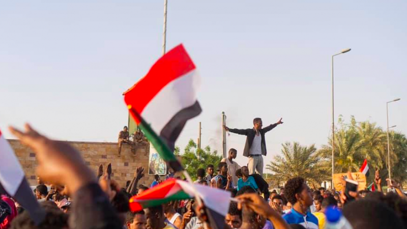 Netizen Report: Amid demonstrations for democracy, Sudanese civilians face military violence — and internet shutdowns